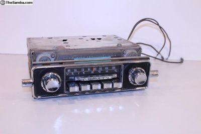 Very Nice AM FM Sapphire IV 6V Radio