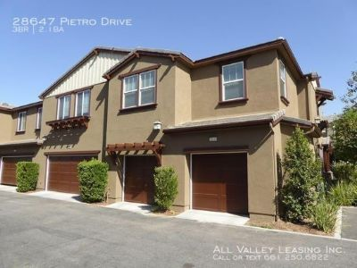 Beautiful 3 Bedroom Townhome For Lease in the Valencia West Creek Community!