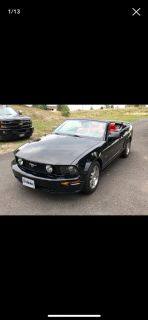 LOW MILEAGE - 2005 MUSTANG CONVERTIBLE