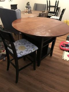 Circular Kitchen Table and 4 chairs