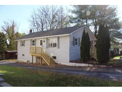 2 Bed 2 Bath Foreclosure Property in Middletown, NY 10940 - Watkins Ave