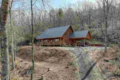 1056 Sweetwater Dr Clarkesville Three BR, Scenic log cabin tucked
