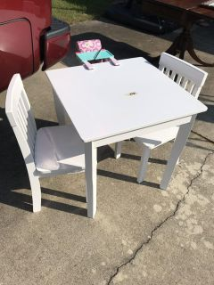 White kid Kraft table set in Excellent condition