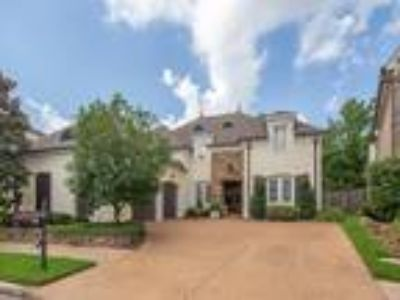 1798 E Laurel Hollow