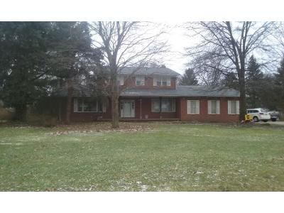 3 Bed 2.5 Bath Preforeclosure Property in Akron, OH 44333 - Hallandale Dr