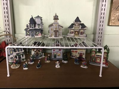 Small Christmas village pieces $10/all