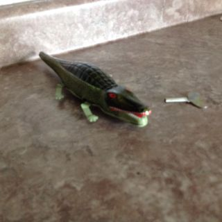 Collectible Wind Up Tin Alligator