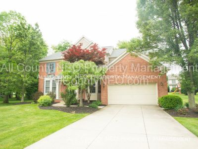 Warm and Spacious Home in Twinsburg!
