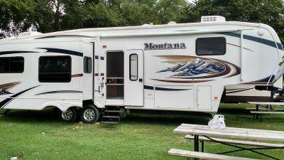 2010 Keystone Montana Hickory 3665RE