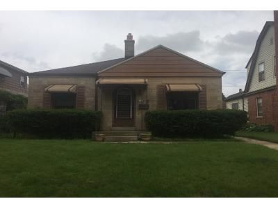 2 Bed 1 Bath Preforeclosure Property in Milwaukee, WI 53209 - N 18th St