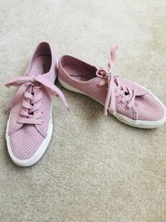 Ladies tennis shoes, GREAT condition! All size 8, $2 per pair