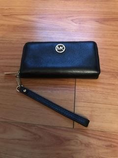 Great Used Condition Authentic Michael Kors Leather small wallet