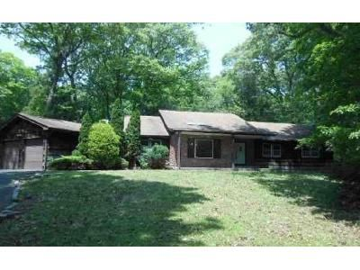 5 Bed 3.5 Bath Foreclosure Property in Melville, NY 11747 - Wilmington Dr