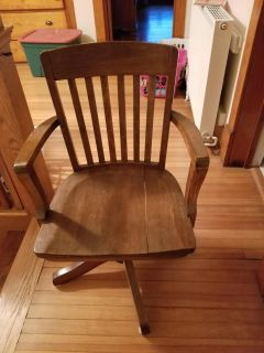 Desk chair does not have wheels