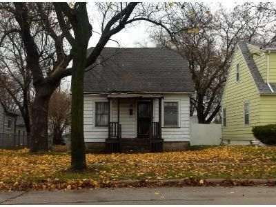 3 Bed 1.0 Bath Preforeclosure Property in Milwaukee, WI 53209 - N 35th St