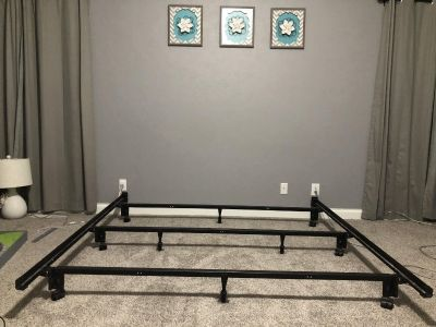 King Size Metal Bed frame - Like new