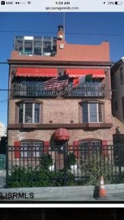 Handyman opportunity!!5 bed 5 bath Fixer upper 3 units Atlantic City work for board for rent