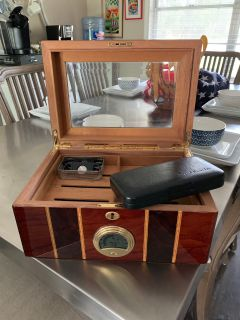 Humidor w/travel case.