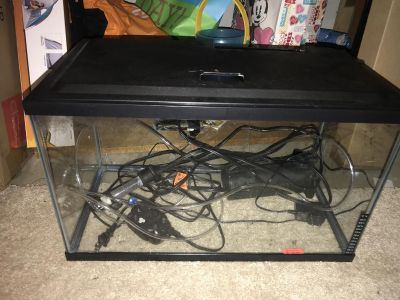 Excellent condition! 10 gallon fish tank. All parts included.