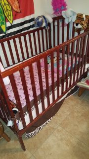 Baby crib / changing table