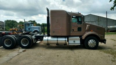 2011 Kenworth T800 Semi Truck for sale in Metamora, Illinois.