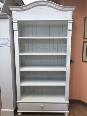 Wood Bookcase, 4 Shelves, Detachable Pediment