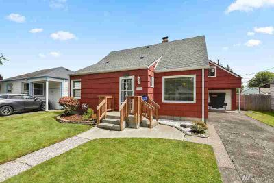 560 25th Ave Longview Four BR, Have you always wanted to stroll