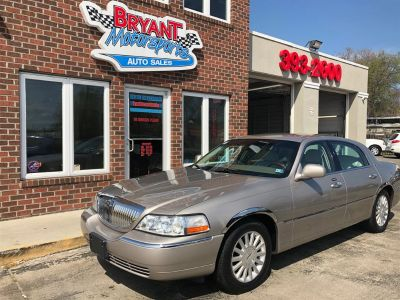2003 Lincoln Town Car Signature (Beige)