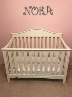 White Graco Crib with Mattress