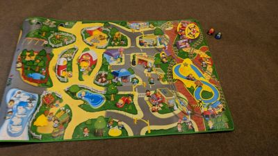 Fisher Price Little People Play mat with 2 Vehicles