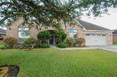 404 Sam Houston Drive El Campo Three BR, THIS HOME SAYS COME IN