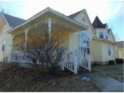 3 Bed 2.5 Bath Foreclosure Property in Christopher, IL 62822 - S Emma St