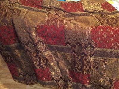 Queen Burgundy Comfortor