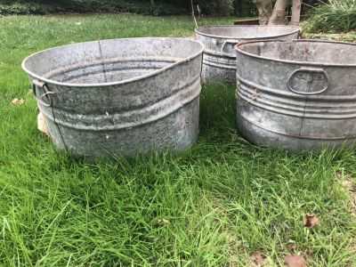 Lot of 3 metal tubs 7$ each or 15 for all 3