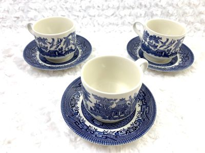 Churchill Blue Willow coffer/tea cup and saucer-Set