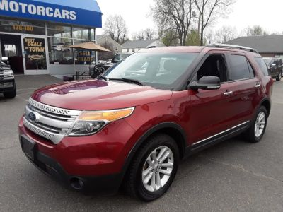 2013 Ford Explorer XLT (Ruby Red Metallic Tinted Clearcoat)