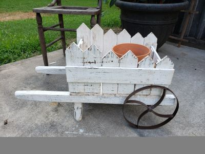 Sweet wagon!!!!! (Includes two terra cottages pots)