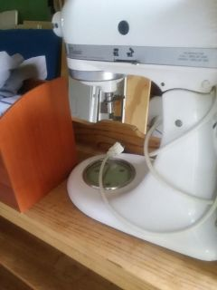 Kitchen aid mixer. Works great but no attachments