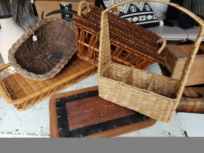 Cute lot of vintage baskets and wood placemat!