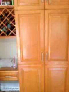 Kitchen cabinet doors with handles