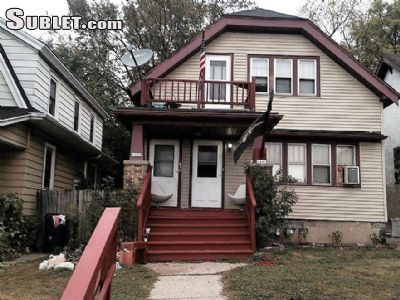 $730 2 single-family home in Milwaukee