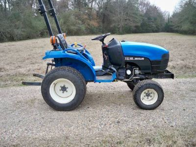 NEW HOLLAND TRACTOR - 4X4