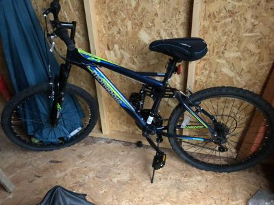 Men s Mountain Bike... Like New!!