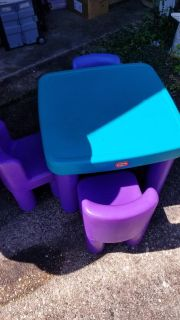VGC Little Tykes toddler table and 3 chairs