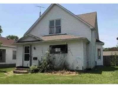 3 Bed 2 Bath Foreclosure Property in Christopher, IL 62822 - S Jesse St