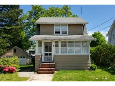 3 Bed 1 Bath Foreclosure Property in Bellmore, NY 11710 - Howell St