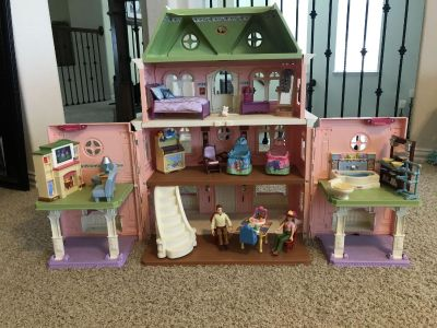 Dollhouse and accessories
