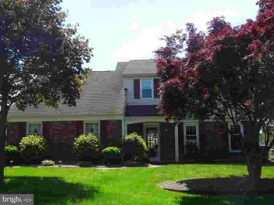 53 Henley Ln Feasterville-Trevose Four BR, Welcome Home!
