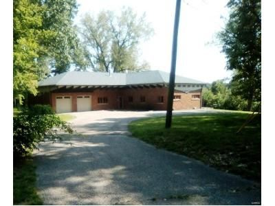 4 Bed 4 Bath Foreclosure Property in Belleville, IL 62223 - Hillwood Dr