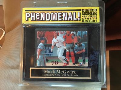 St. Louis Cardinals - Mark McGwire Collector Plaque September 27, 1998